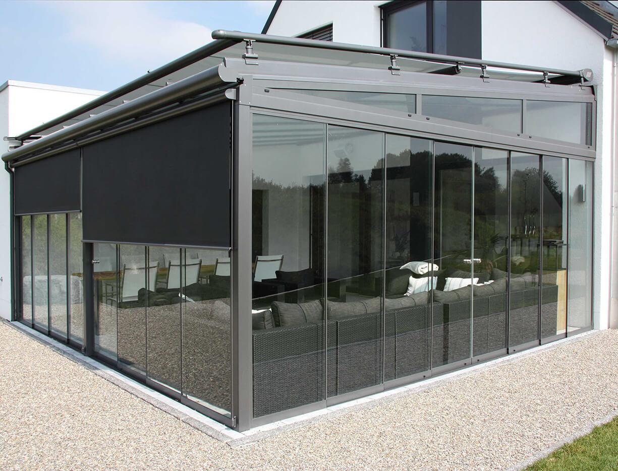 ERHARDT Terrassendach Schrägelemente - Sicht von außen mit Schiebeelement