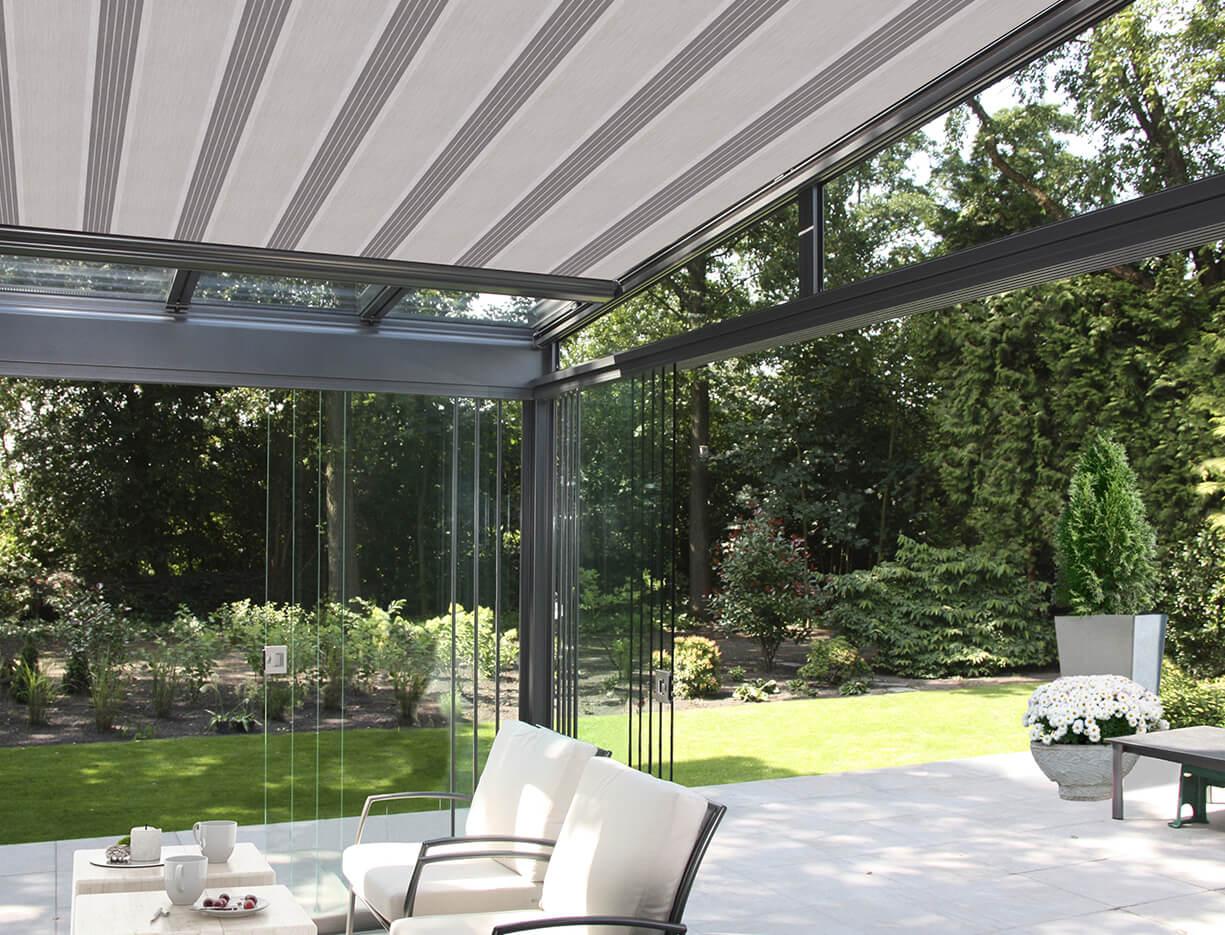 ERHARDT Terrassendach T100/ T150 - Sicht von innen mit Schieebeelement