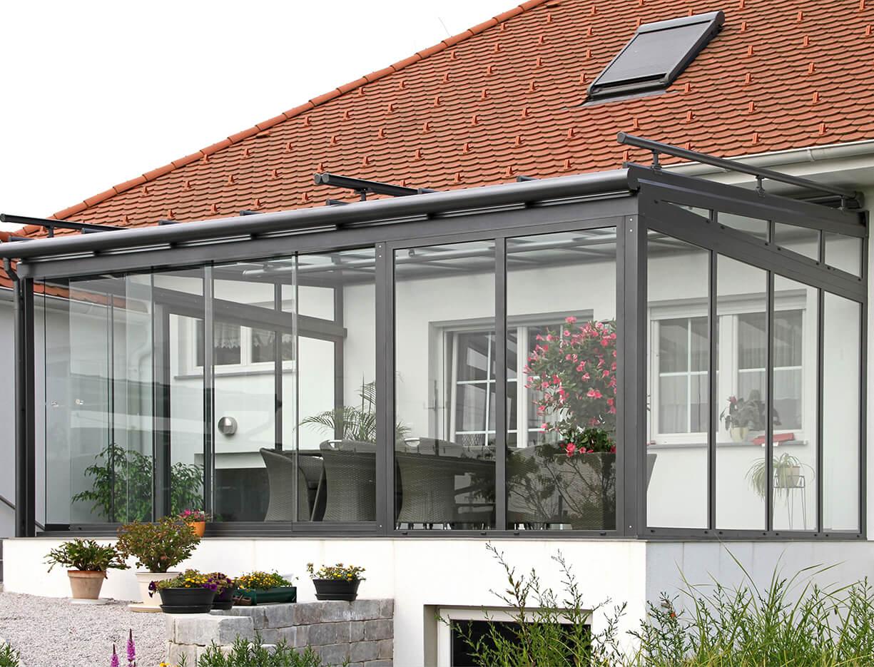 ERHARDT Terrassendach Festelemente - Sicht von außen mit Schiebeelement