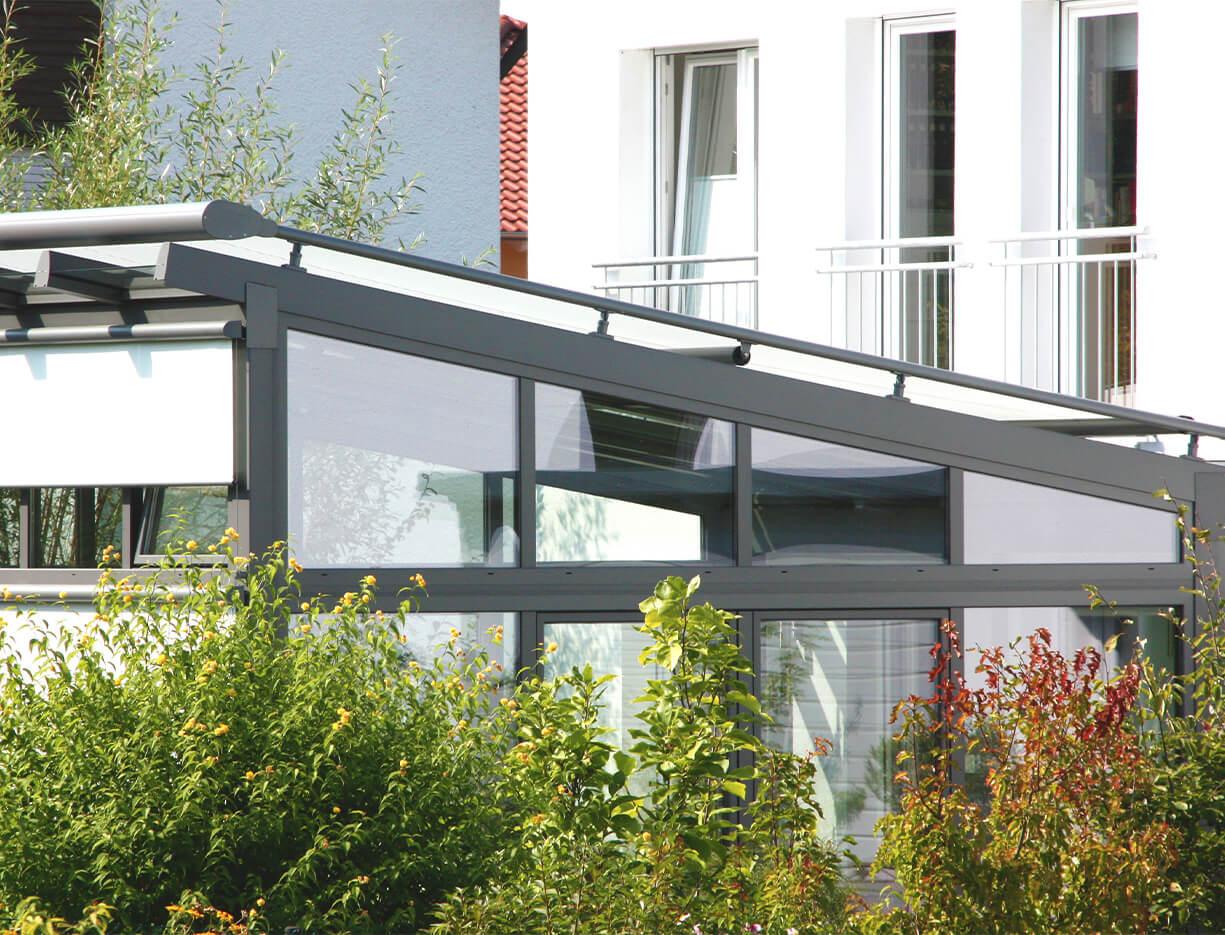ERHARDT Terrassendach Schrägelemente - Sicht von außen