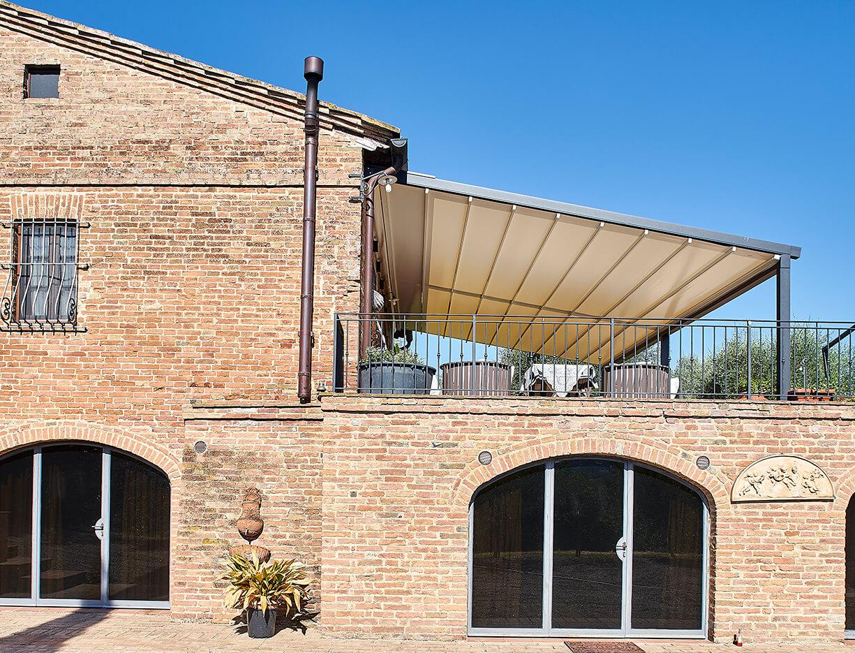Pergolamarkise QUBE Center - Sicht von außen