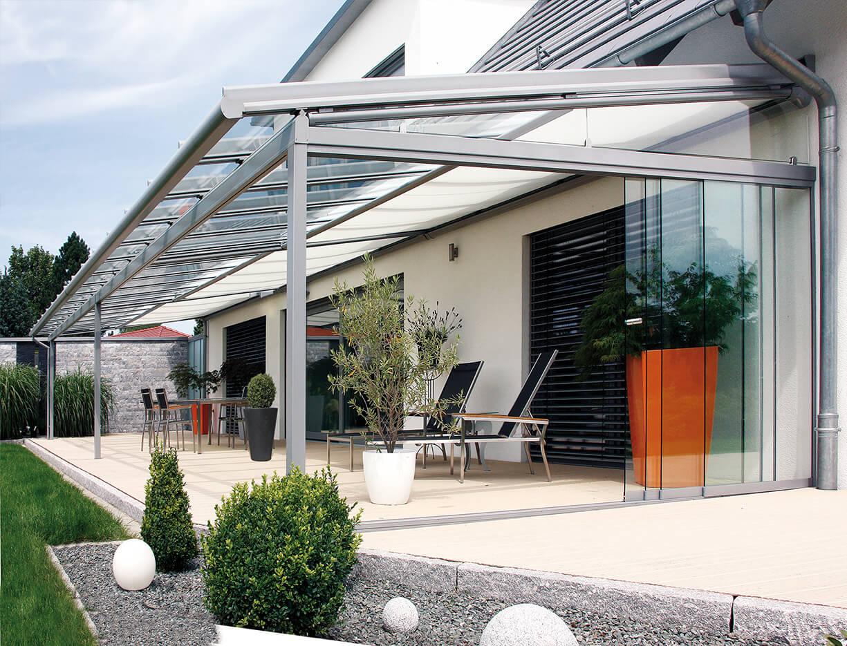 ERHARDT Terrassendach T100/ T150 - Sicht von außen mit Schrägelement
