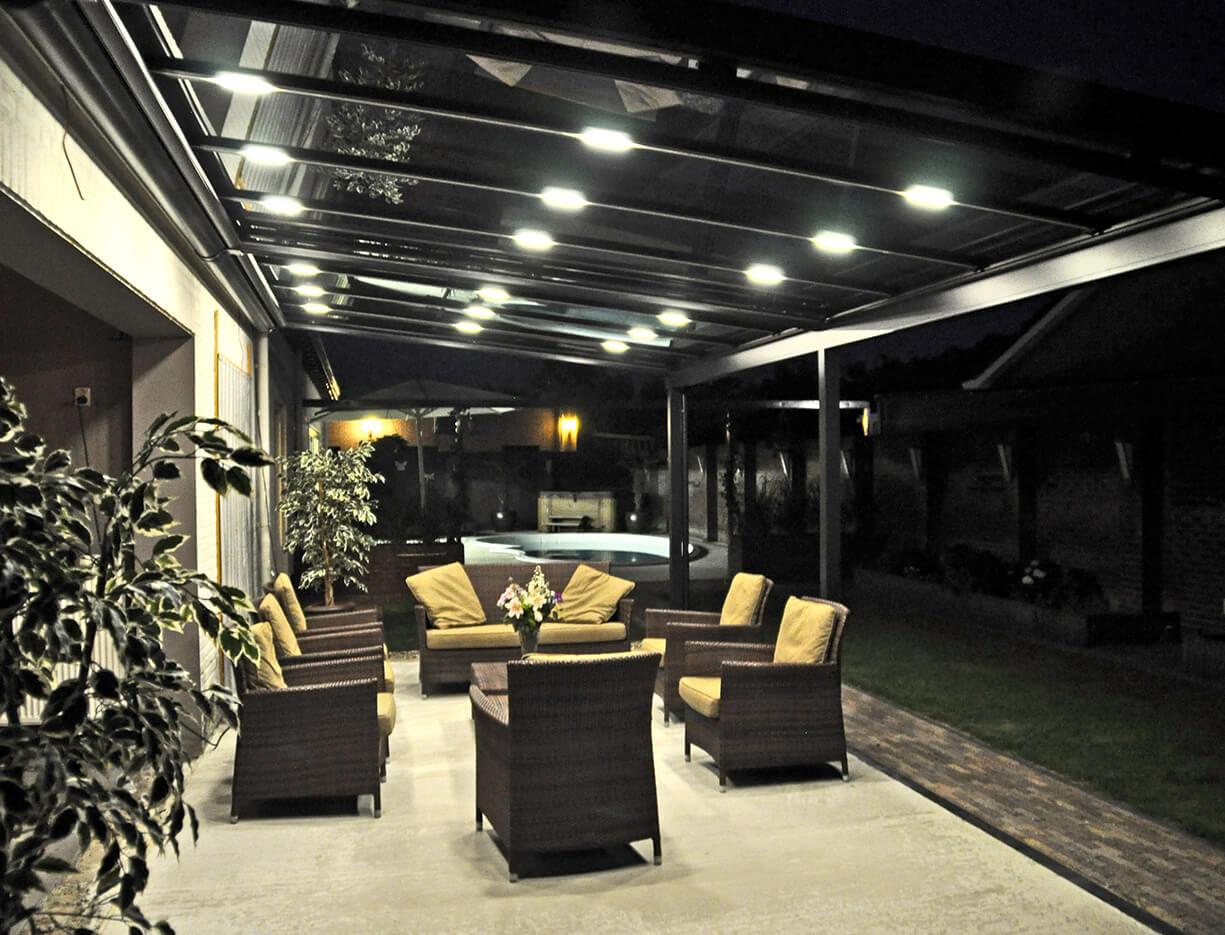 ERHARDT Terrassendach T100/ T150 - Sicht bei Nacht