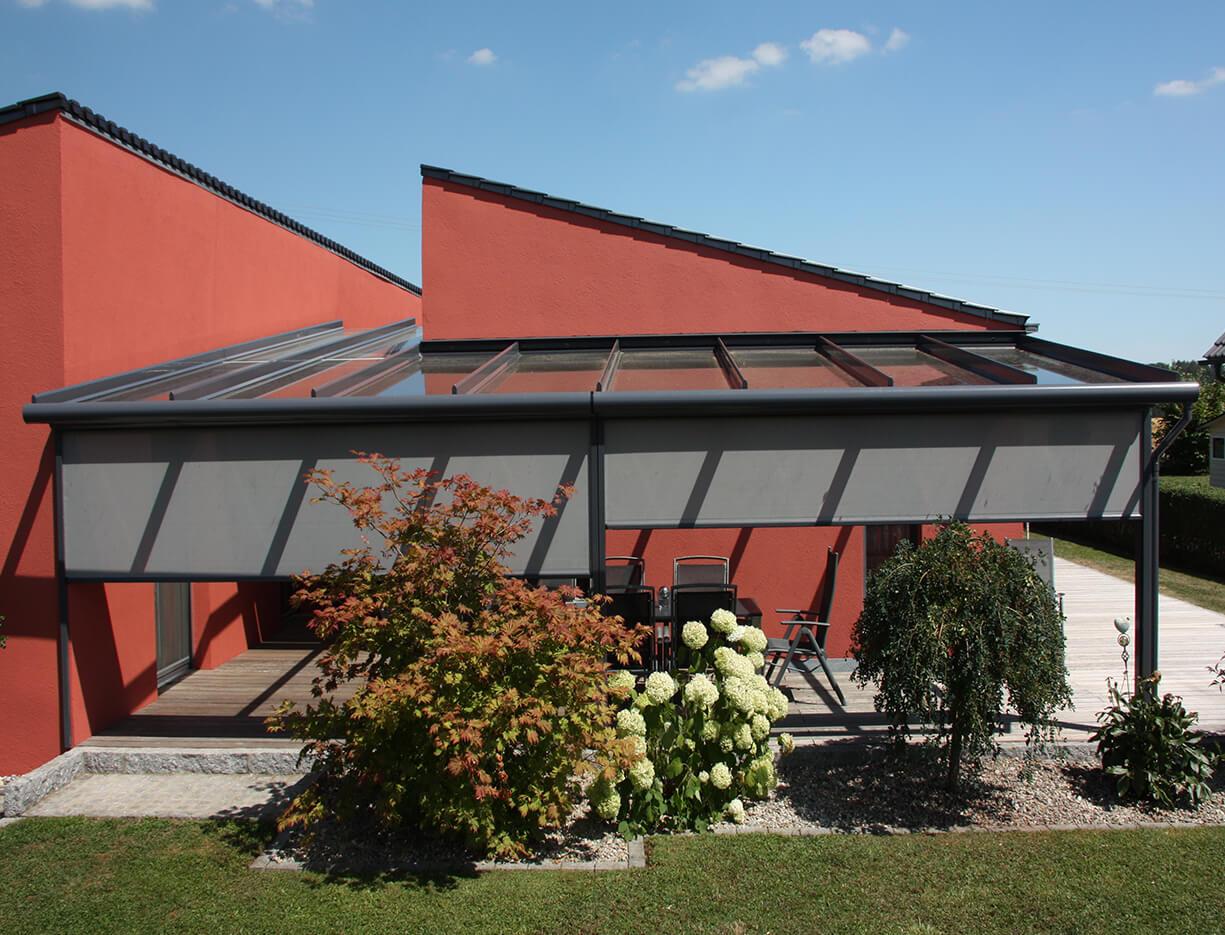 ERHARDT Terrassendach T100/ T150 - Sicht von außen mit Doppelmarkise