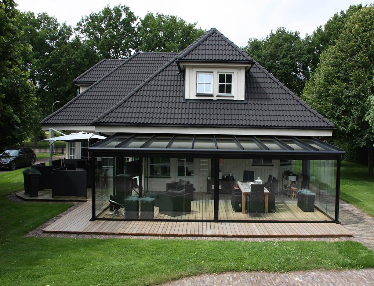 ERHARDT Terrassendach T100/ T150 - Sicht von außen mit Schiebeelement